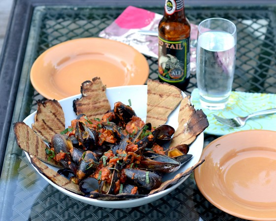 grilled mussels, mussels on the grill, moroccan mussels, different things to grill, what to cook when it's hot out, gluten free grilling, grilling seafood, what to do with mussels, mussel recipes, coconut milk mussels,