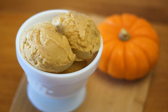 Vegan Pumpkin Spice Ice Cream by Sarah Bakes @Cara's Cravings